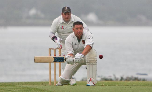 Caernarfon edged closer to the Division Four title at Ruthin