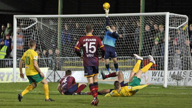 Action from Caernarfon Town's win over Cardiff Met (Photo by Richard Birch)