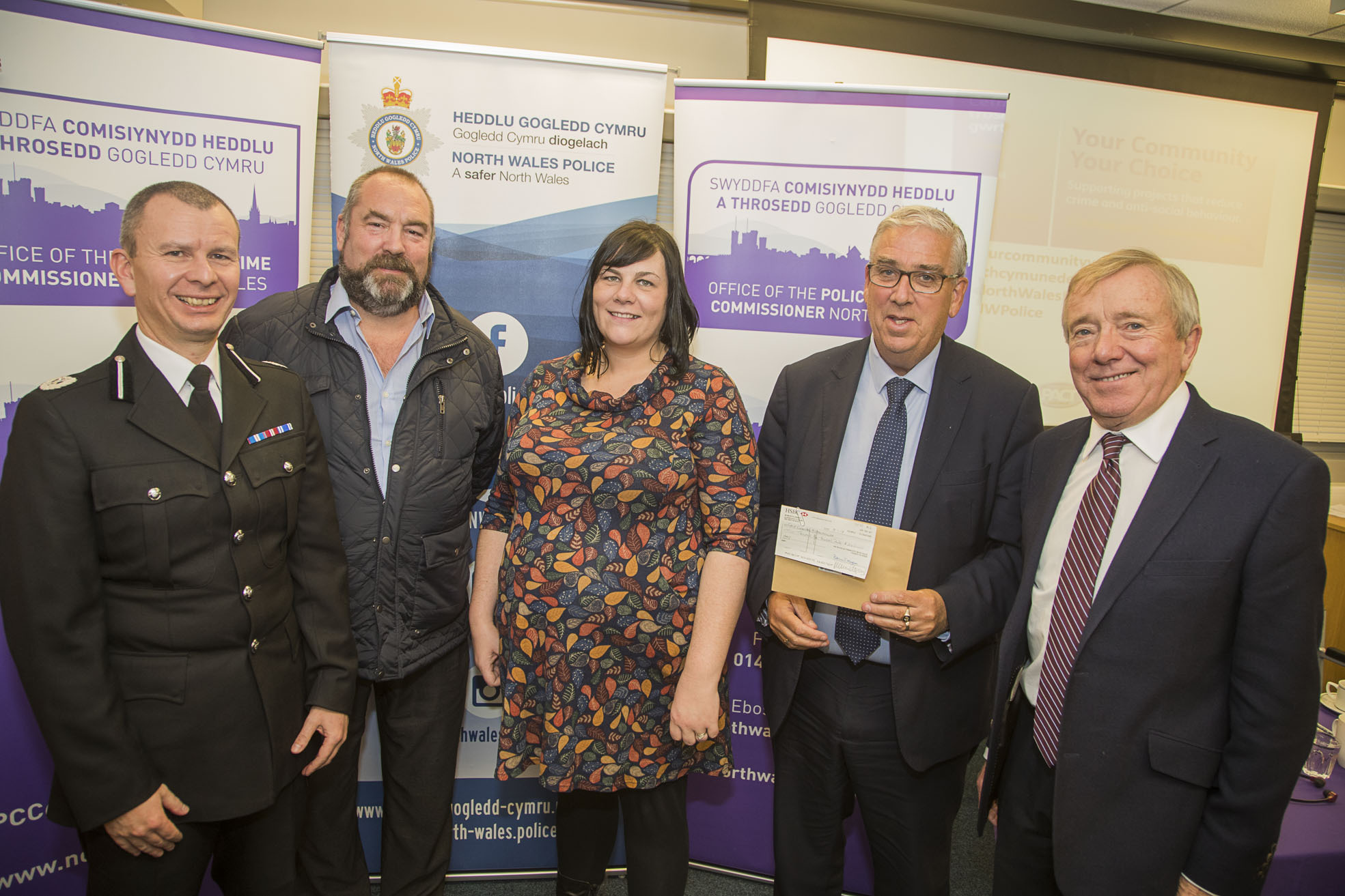Chief Constable Richard Debicki, Caru Amlwch's Richard Griffiths and Llinos Wyn Williams,North Wales Police and Crime Commissioner Arfon Jones and PACT Chairman David Williams.