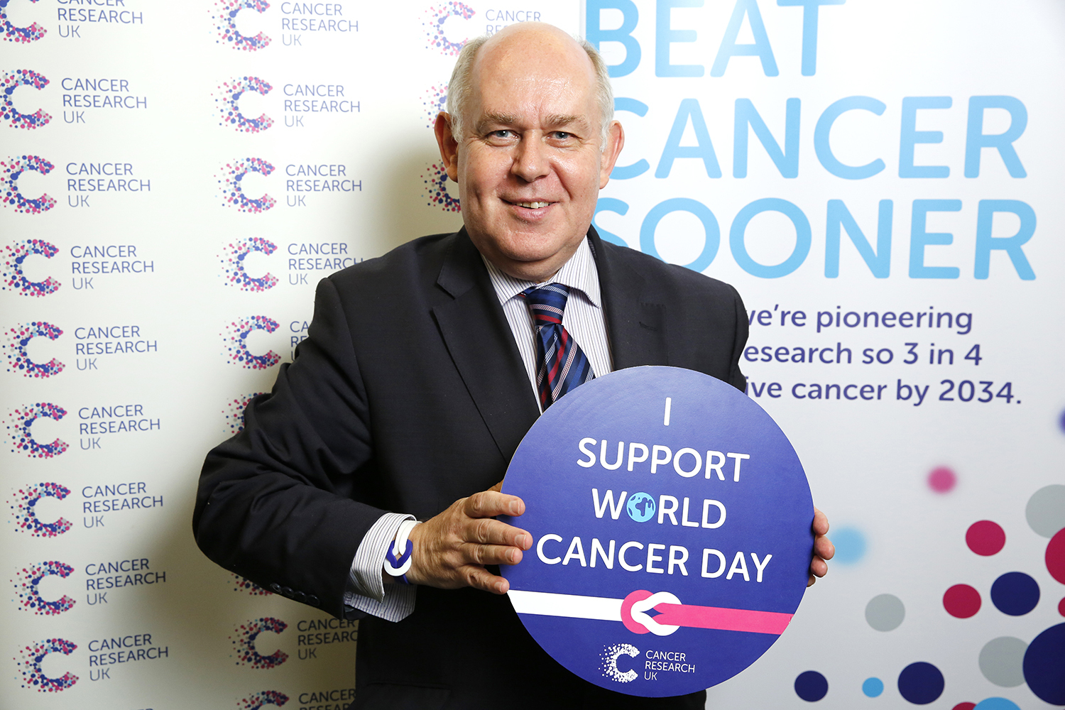 Albert Owen Ynys Môn MP shows his support for Cancer Research UK on World Cancer Day