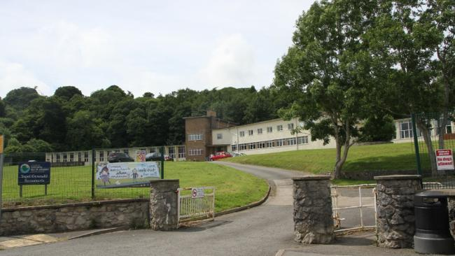 Ysgol Gynradd Beaumaris' closure means the town will be without a school for the first time in more than 400 years